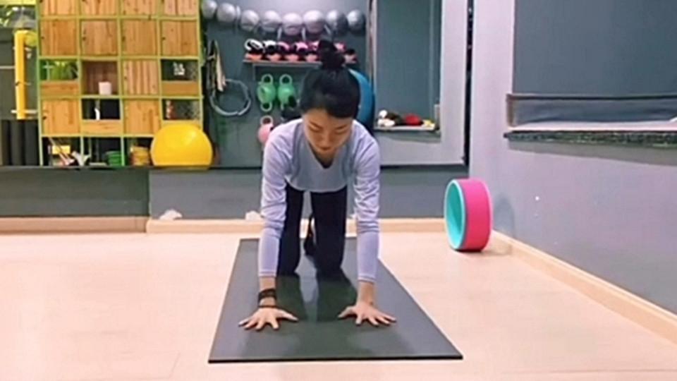 张钧甯开肩运动 简单5步骤练出零赘肉直角肩膀